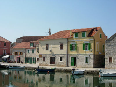 Vrboska buildings by the canal